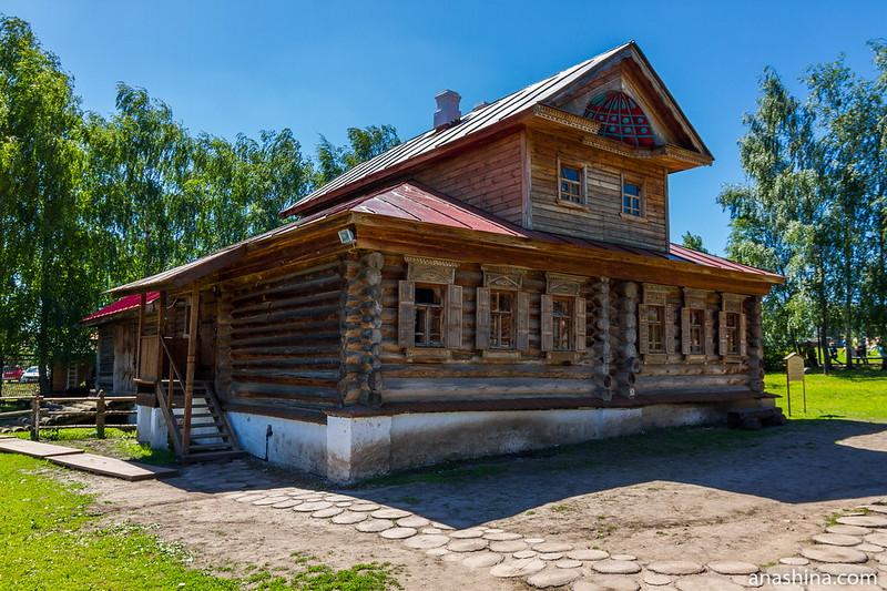 Изба-двойня с мезонином из села Тынцы Камешковского района, Музей деревянного зодчества, Суздаль