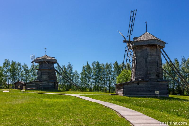 Ветряные шатровые мельницы из села Мошок Судогодского района, Музей деревянного зодчества, Суздаль