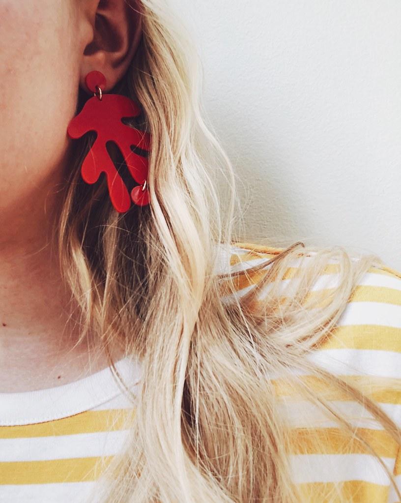 röda örhängen