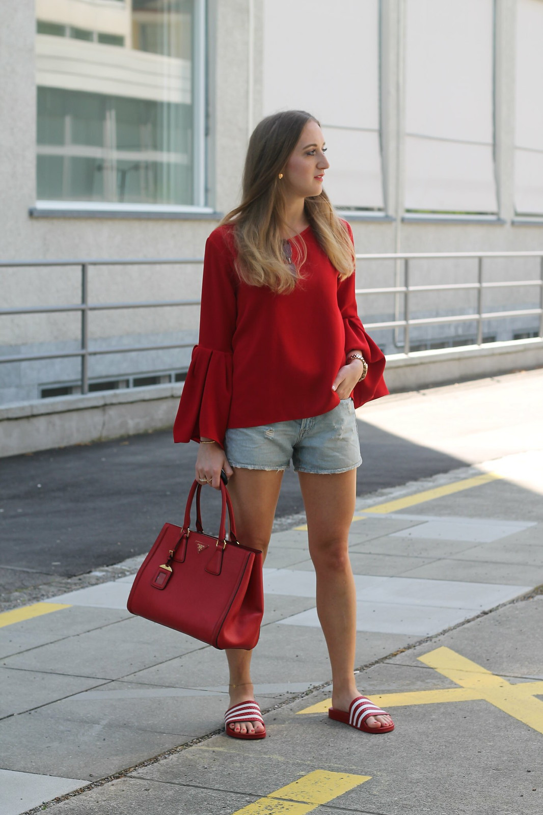 red-blouse-and-adiletten-whole-outfit-side-wiebkembg