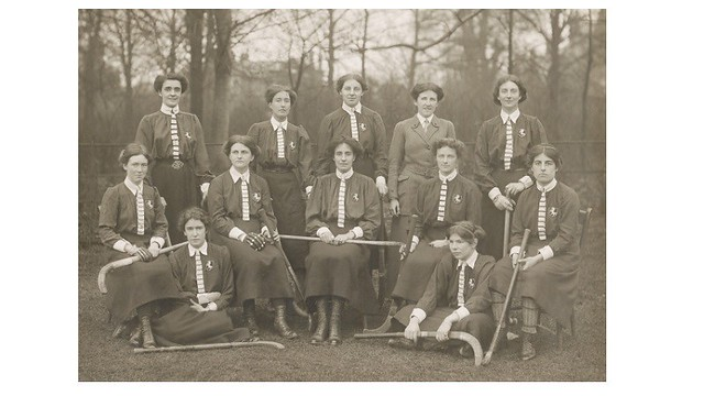 Black and white photo image of the Kent county ladies' hockey team, 1912 from the AEWHA (Hockey) archival collection held at the University of Bath