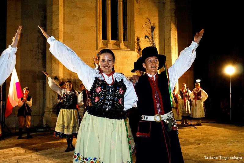 Польская фольклорная группа на фестивале в Херцег Нови