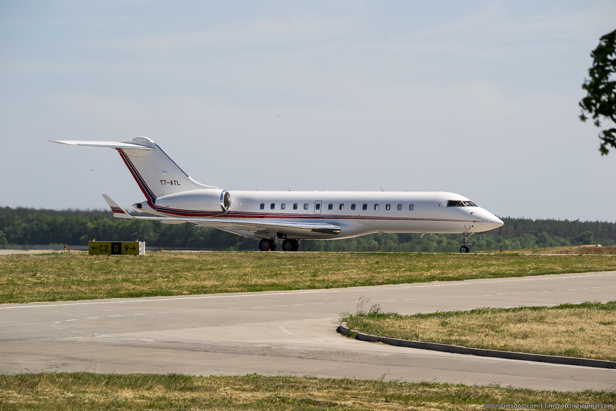 Bombardier BD-700-1A10 T7-ATL Global Express