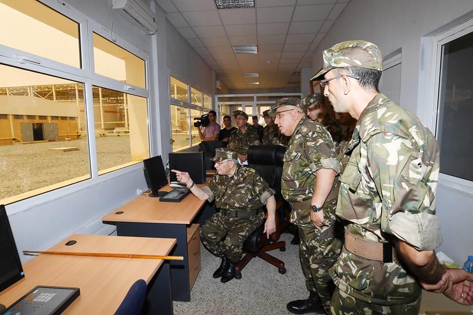 الجزائر : صلاحيات نائب وزير الدفاع الوطني - صفحة 22 40625691210_10dc21c687_b