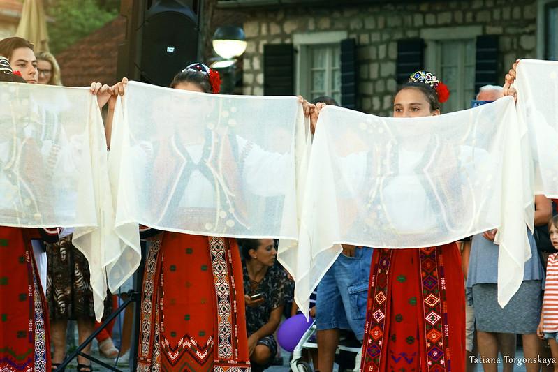 Танец девушек из Румынии