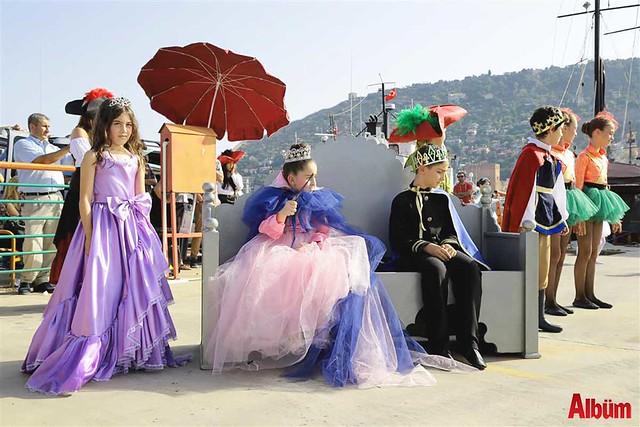 'Korsanlar ve Prensesler' iskelede