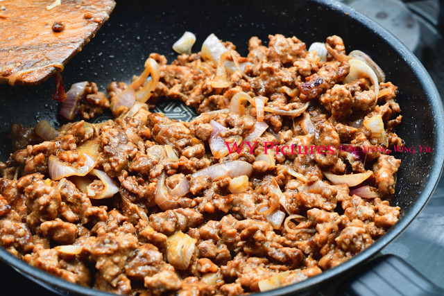 Cooking Minced Pork With Onions