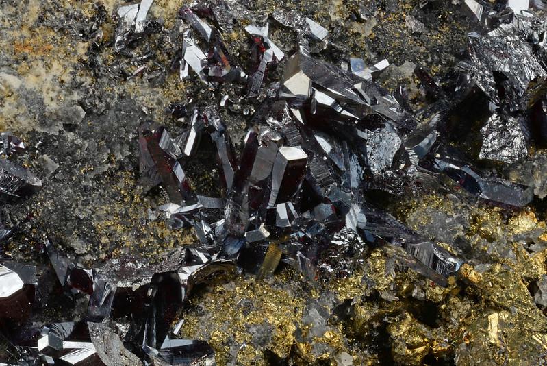 濃紅銀鉱 / Pyrargyrite
