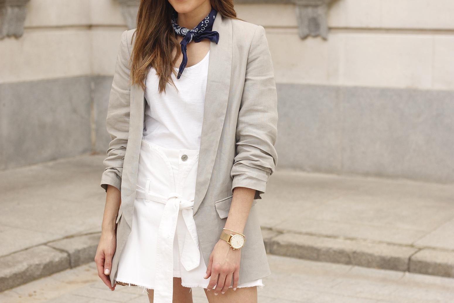 gray linen blazer blue bandana white converse bamboo bag street style oufit 201813