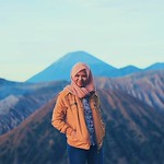 take me back :purple_heart: ------------------------------------------------ . . :camera: @vinadewwi :round_pushpin:Seruni Point Gn. Bromo .... .... #bromokita #explorebromo #exploreindonesia #tamasyamen #travelerscantik #indonesiatraveler #hellonusantara