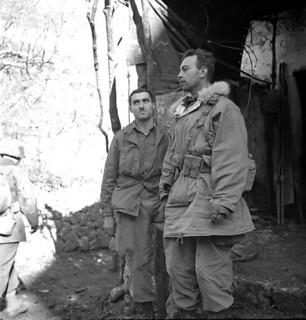 Lieut. J. Kostelec (Calgary, Alberta) and Lieut. H.C. Wilson (Olympia, Washington), First Special Service Force... / Les lieutenants J. Kostelec (de Calgary, en Alberta) et H. C. Wilson (d'Olympia, État de Washington), de la Première Force de Service