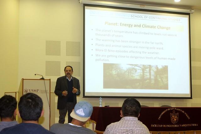 """Alumnos de la Facultad de Ingeniería y Arquitectura de la USMP recibieron conferencia: """"Fundamentos de la Gestión de Energía"""", de profesor de la Universidad de Toronto de Canadá"""