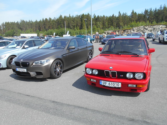 BMW M5 F10 M535i, Nikon COOLPIX A100