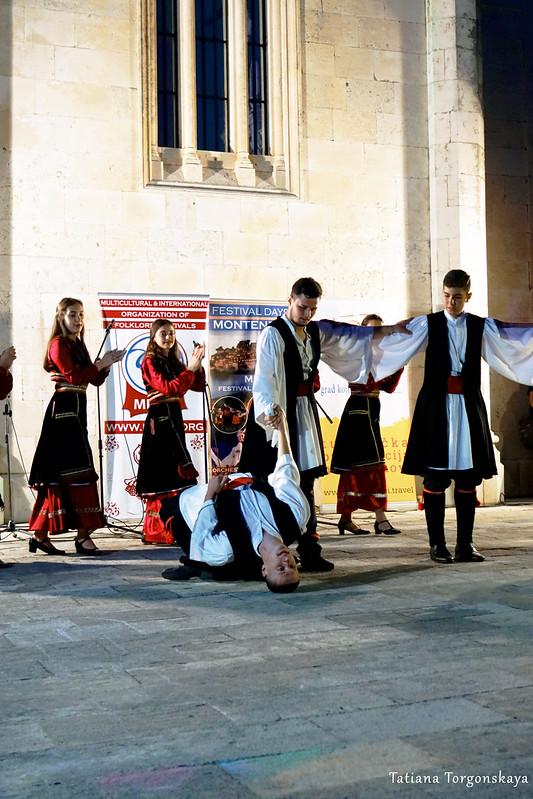 Румынский танец на фольклорном фестивале