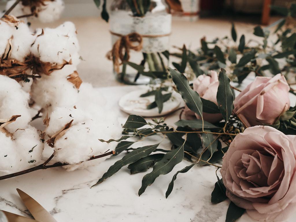 roses-cotton-eucalyptus-bouquet-winter-3