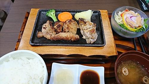 伊達鶏とハーブ鶏の鉄板焼き定食
