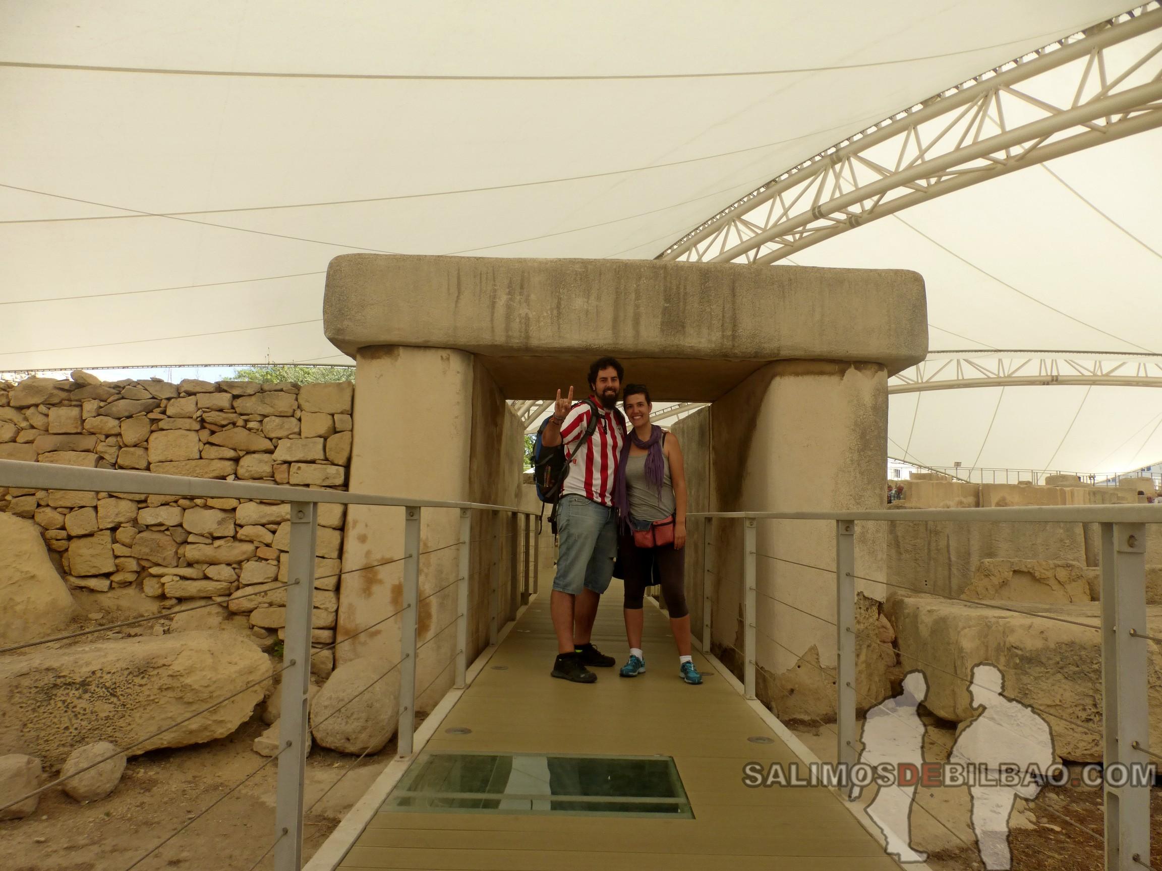 0676. Katz y Saioa, Templos Tarxien, Malta