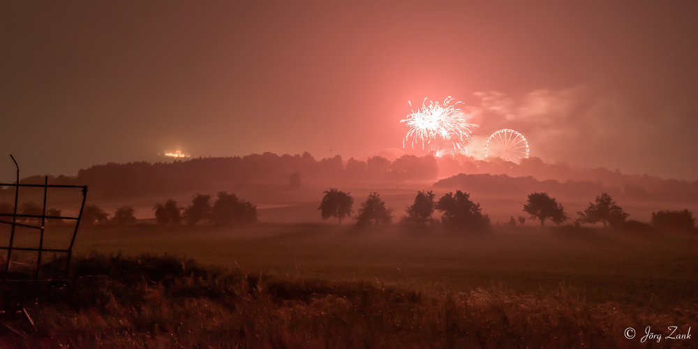 Nebel, Riesenrad und Feuerwerk