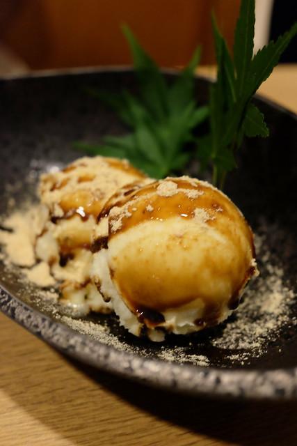 きな粉と黒蜜のアイス/ Vanilla icecream with syrup and Kinako