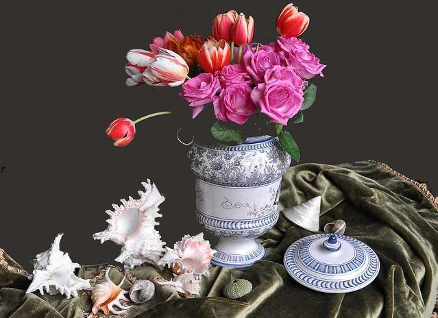 Conchiglie, tulipani e rose