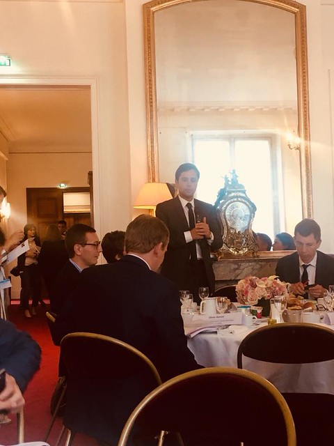 Petit déjeuner à l'Assemblée Nationale sur les fake news