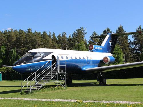 UR-87590 Yak-40 Tartu-Museum 20-05-18
