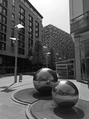 Sheffield Steel Balls #sheffield #yorkshire #southyorkshire #welcometoyorkshire #city #citycentre #heartofthecity #publicsquare #history #steelcity #england #british #britain #streetphotography #photography #waterfeature #art #blackandwhite #huaweip20 #mo