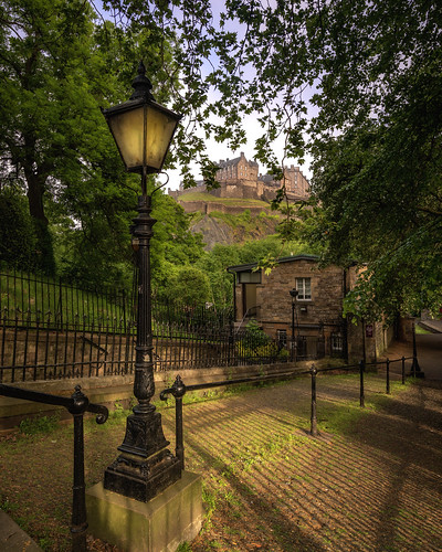 hdr dri edinburgh princesstreetgardens park tree castle edinburghcastle lamp