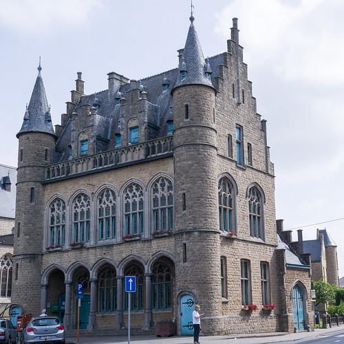 Onze-Lieve-Vrouw-Waver, gemeentehuis