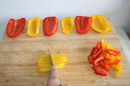 38 - Paprika in Streifen schneiden / Cut bell peppers in stripes