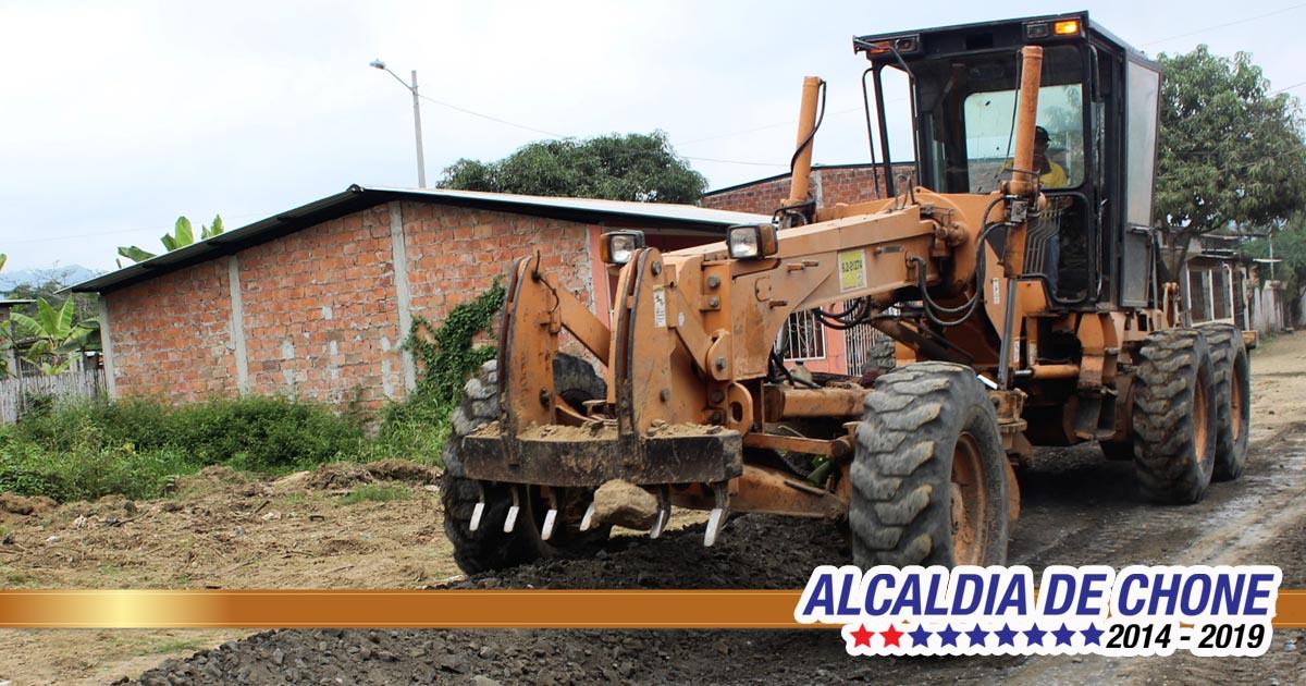 Gobierno local adecenta calles en Cdla. Mario Loor