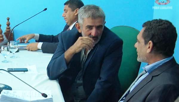 A maldição dos Chico: vereador quer receber 13º salário da Câmara de Óbidos, Chico Barbado, vereador