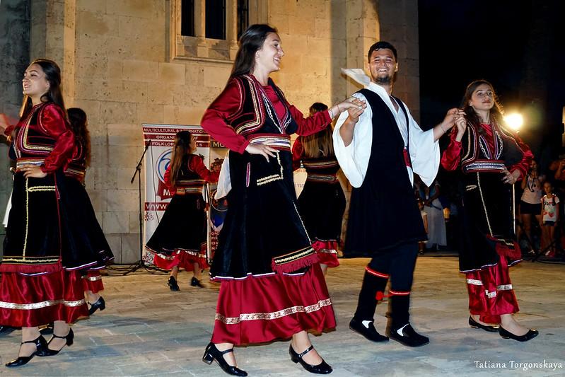 Выступление румынской фольклорной группы в Херцег Нови