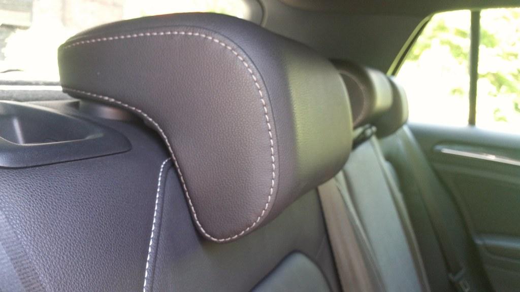 AUDI A2 2000 2005 REAR DRIVER PASSENGER SIDE RIGHT LEFT HEADREST HEAD REST BLACK