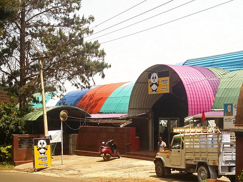 A colourful café on Ooty-Coonoor Rd!