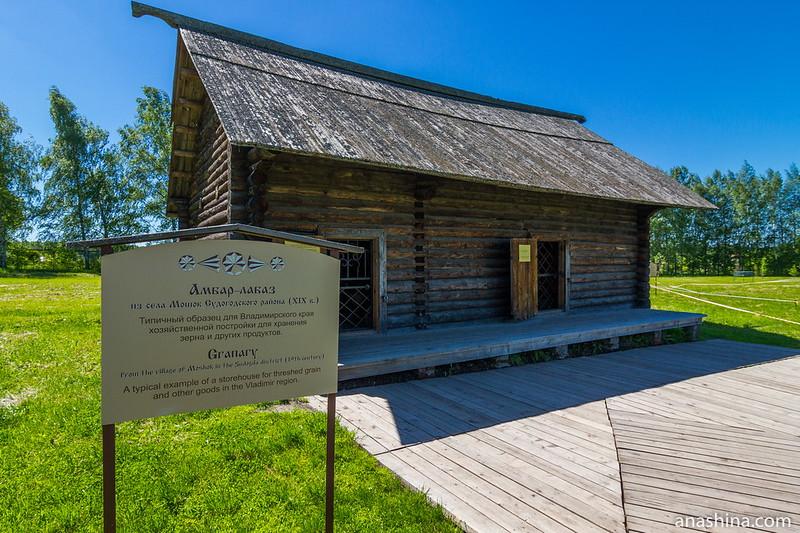 Амбар-лабаз из села Мошок Судогодского района, Музей деревянного зодчества, Суздаль