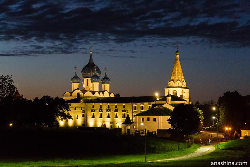 Суздальский кремль вечером