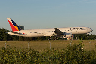 Philippine Airlines Boeing 777-300 RP-C7779