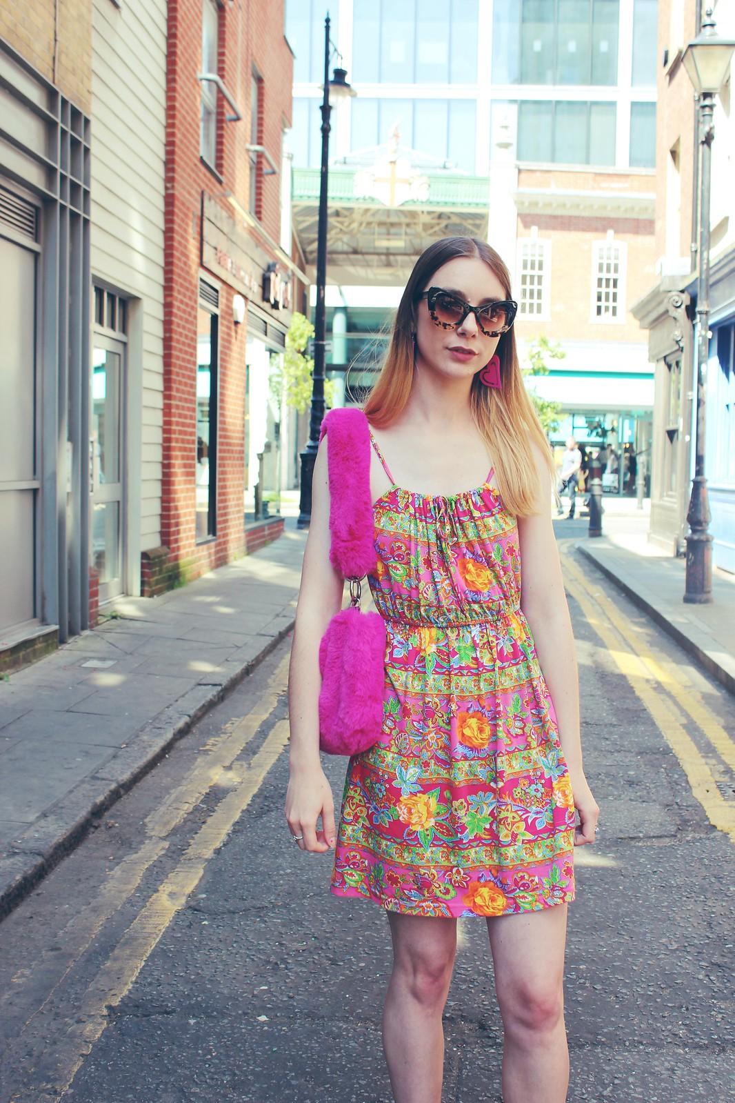 Vintage dress and a faux fur bag 5