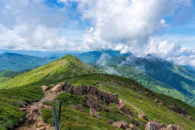 小至仏山への稜線