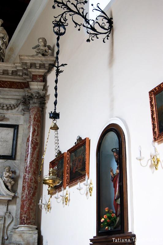 Убранство в церкви Св. Клары
