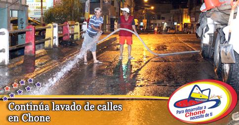 Continúa lavado de calles en Chone