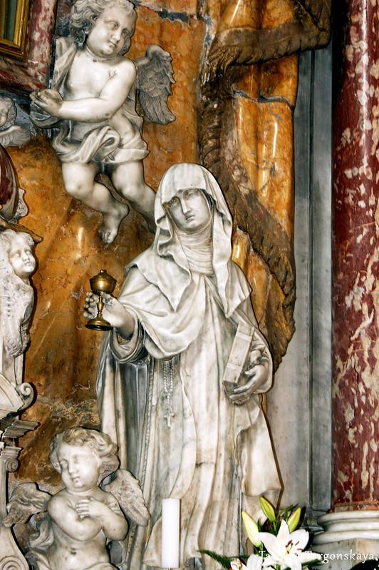 Скульптуры на алтаре
