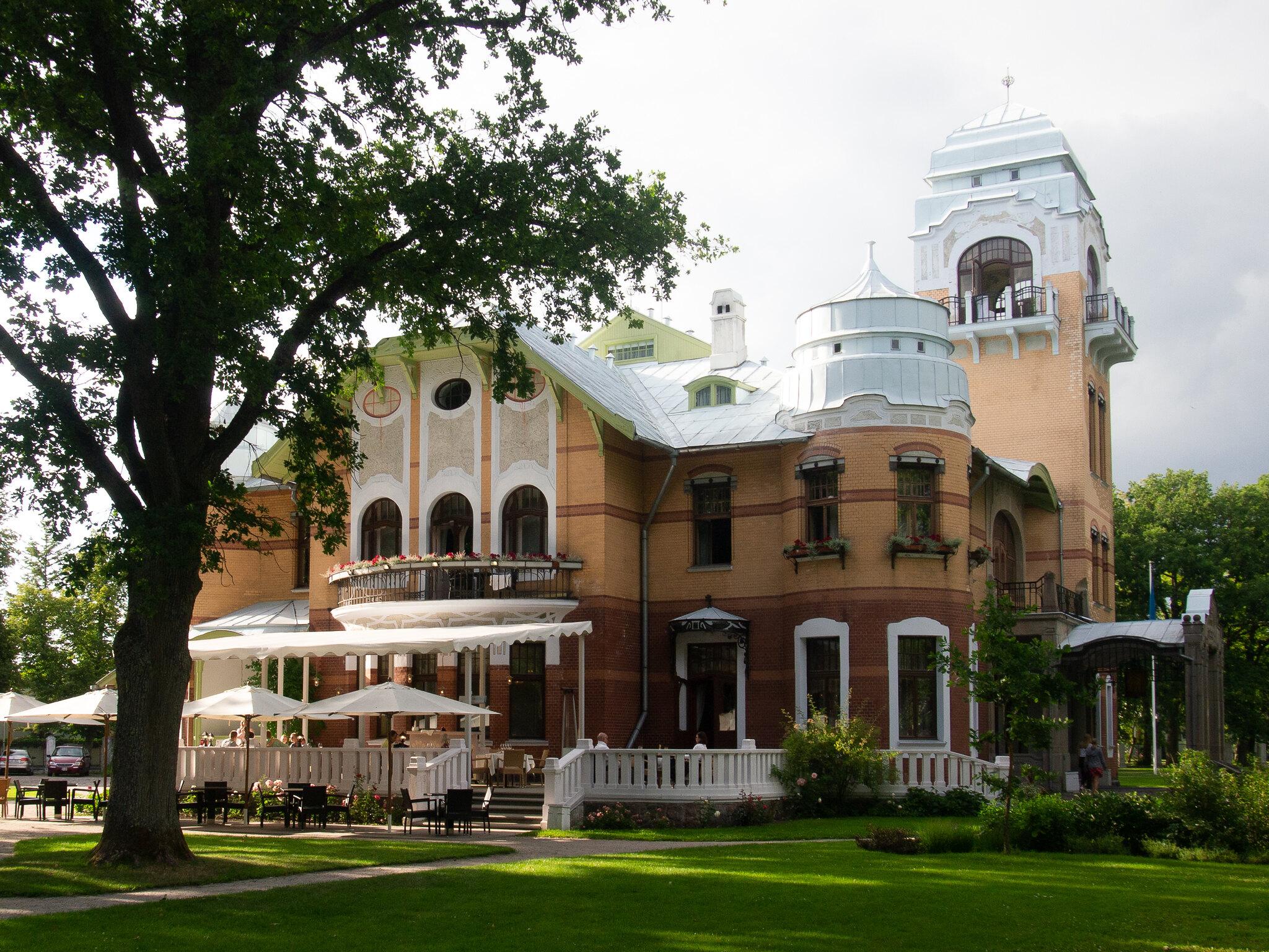 Villa Ammende_Ikkunalla Blog