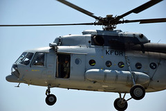 Helikopter Mi8-MTV-1 u letu s vatrogascima