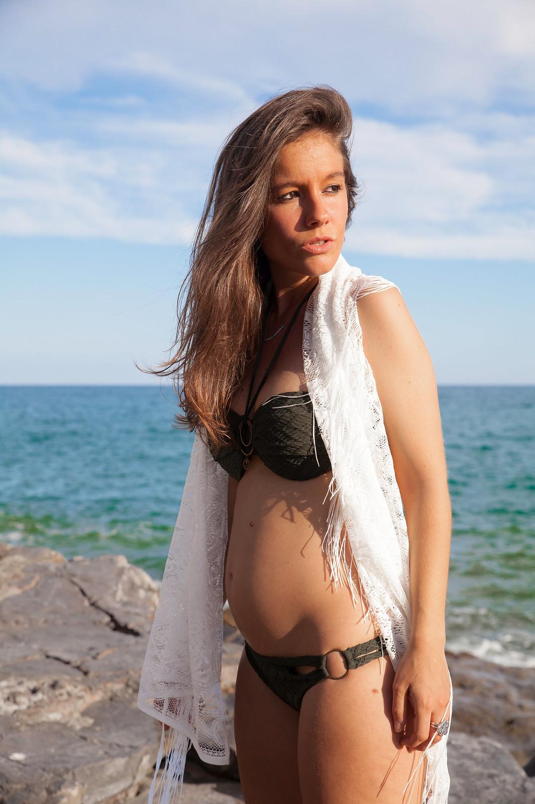 01_Hunker_Moller_Bikini_Comodo_embarazada_theguestgirl_laura_santolaria_influencer_moda_embarazada