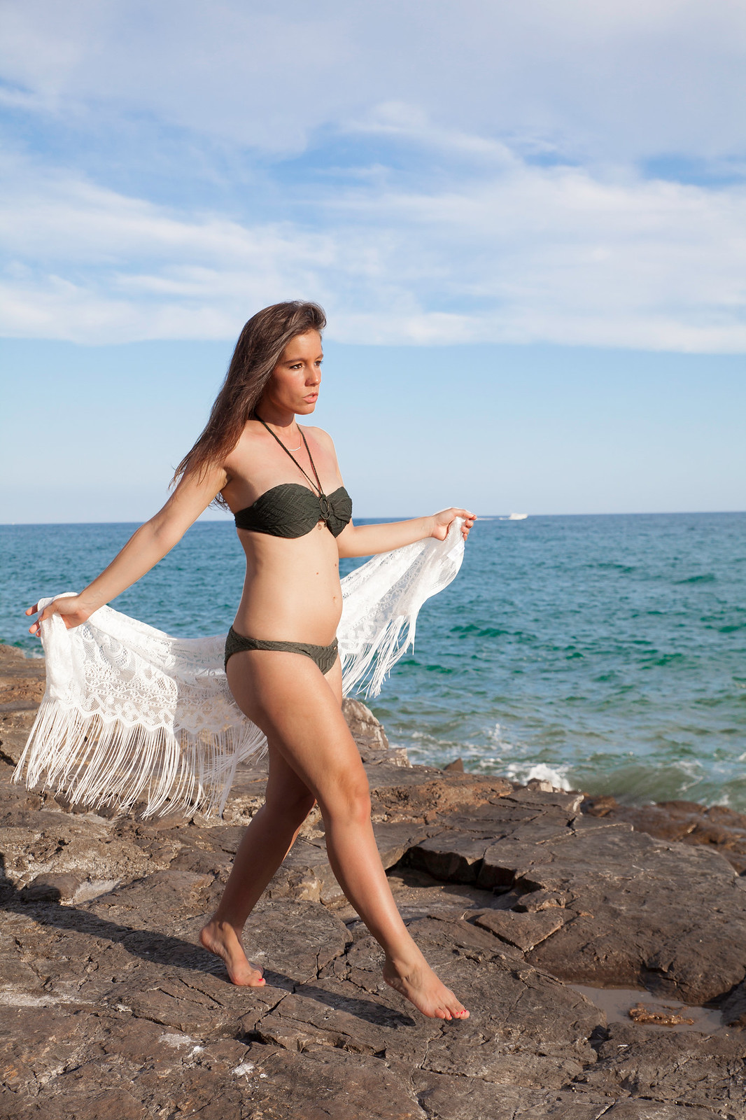 02_Hunker_Moller_Bikini_Comodo_embarazada_theguestgirl_laura_santolaria_influencer_moda_embarazada