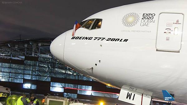 Emirates B777-200LR y nueva infraestructura SCL (Benjamín Concha)