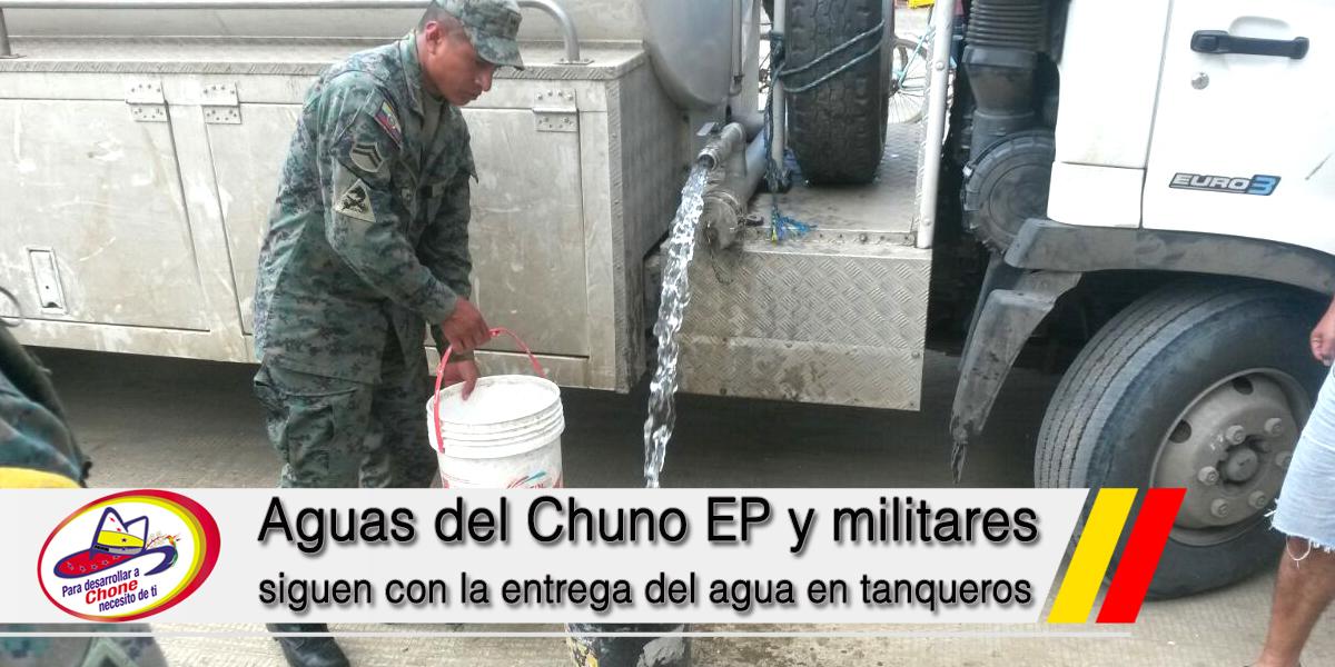 Aguas del Chuno EP y militares siguen con la entrega del agua en tanqueros