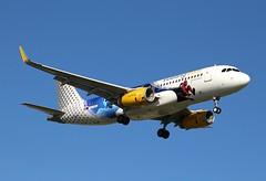 Vueling (Disneyland Paris Livery). EC-MYC. Airbus A320-232.